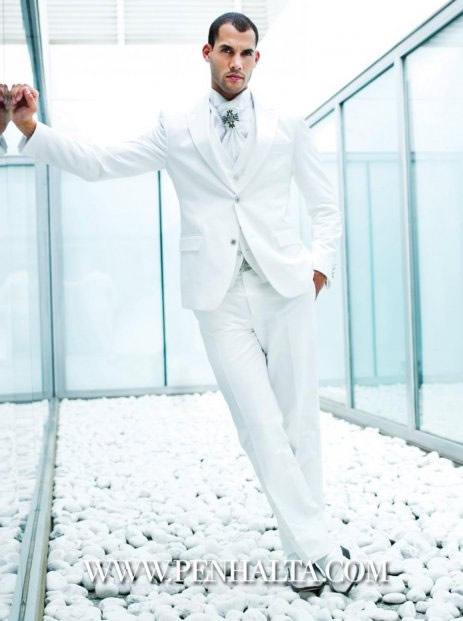 Nos vamos de boda el novio con tacones y corbata for Trajes de novio blanco para boda