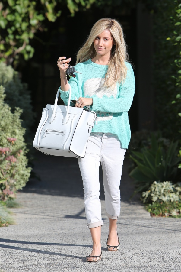 ashley-tisdale-all-saints-white-jeans-3