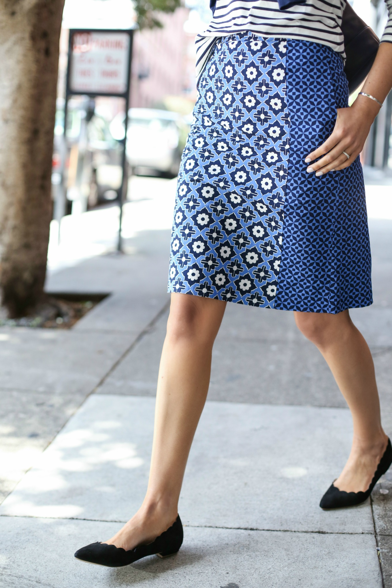 blue-and-white-pattern-pencil-skirt-scalloped-ballet-flats-casual-friday-work-outfit-fashion-blog-working-women-680x1020@2x