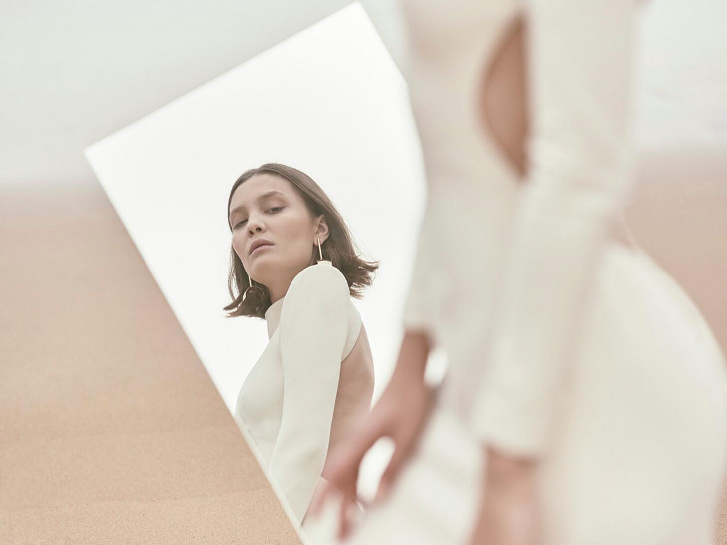 Monica-Cordera-Bridal-novia-2018-detalles-vestido-blanco-escote-espalda