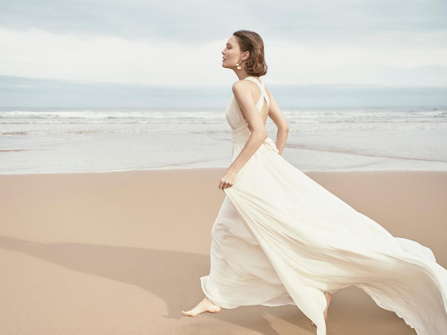 Monica-Cordera-Bridal-novia-2018-vestido-blanco-escote-espalda-maxicola