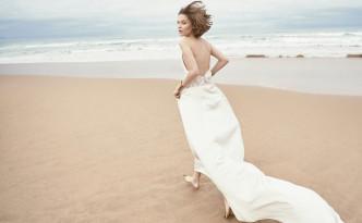 Monica-Cordera-Bridal-novia-2018-vestido-largo-minimal-escote-espalda-movimiento