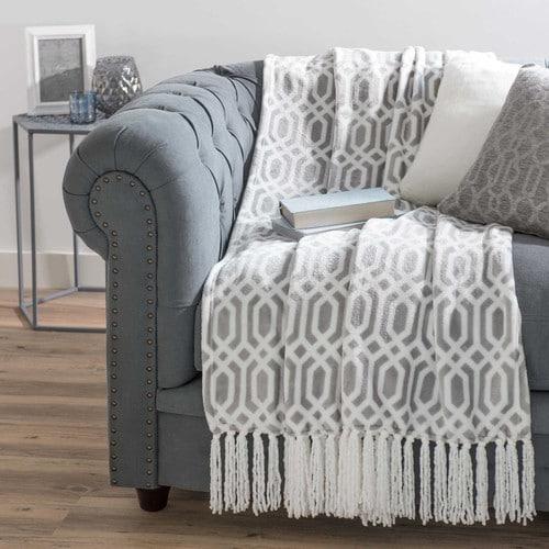 colcha-suave-gris-blanca-con-flecos-125-x-150-cm-winston-500-4-34-163952_4