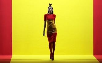 GRAF8157  MADRID  26 01 2018 - Una modelo de la firma Agatha Ruiz de la Prada  desfila con una de las creaciones en el desfile que ha tenido lugar hoy en la tercera jornada de la 67  edicion de la pasarela madrilena Mercedes-Benz Fashion Week  en IFEMA  EFE  Zipi
