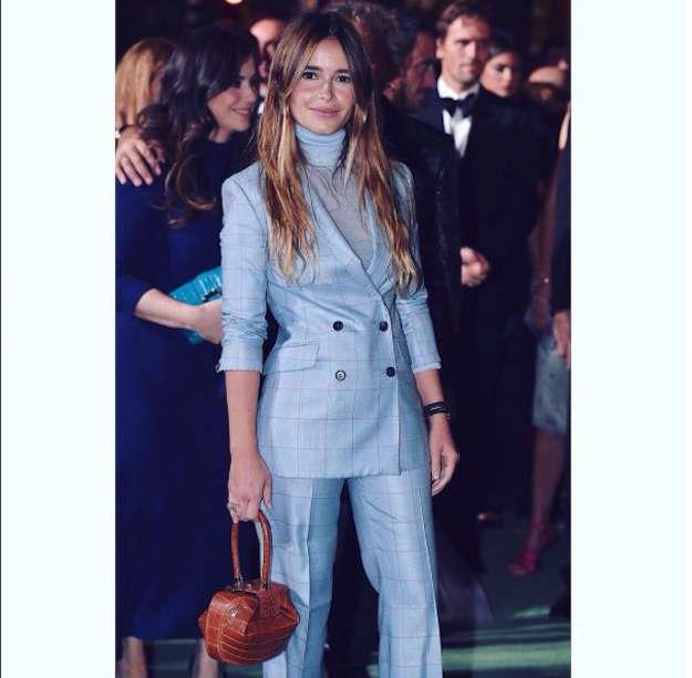 look-con-traje-sastre-azul-paris-fashion-week