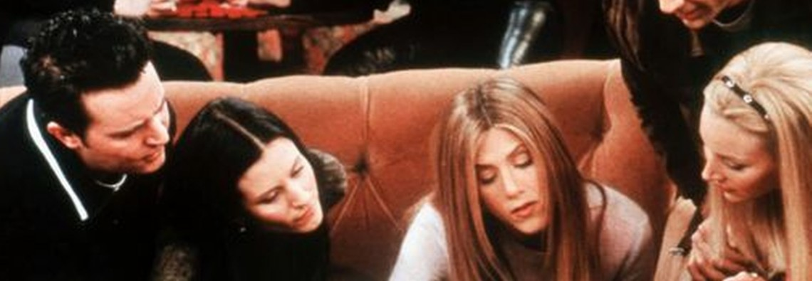 friends-cast-in-central-perk-620-897135480