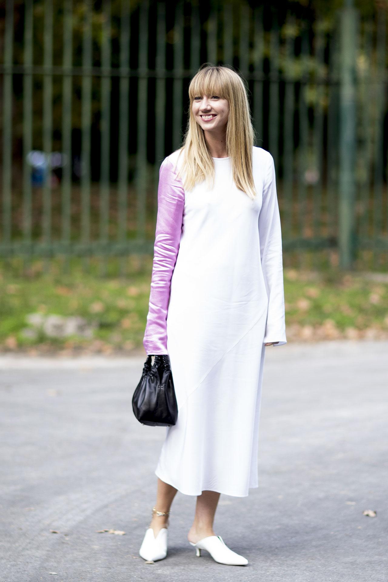 milan-fashion-week-street-style-spring-2018-lisa-aiken-the-row-black-bag-tibi-white-mules
