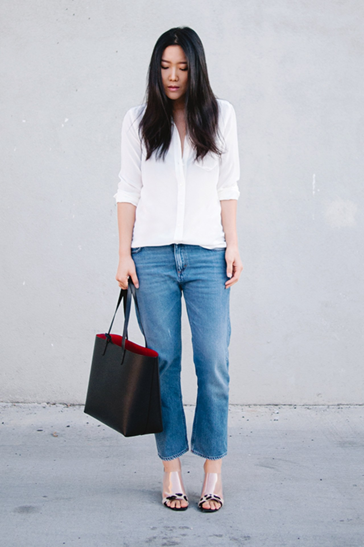 fashion-2015-11-white-shirt-outfit-ideas-weekend-jeans-statement-heels-andy-heart-main