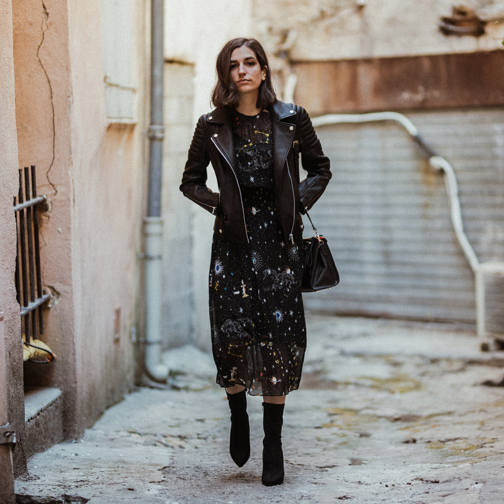 leather-jacket-star-printed-dress-aria-di-bari-french-street-style-fashio-blogger-zapa-perfecto-zara-linzi-shoes-sock-boots-fall-outfit-3