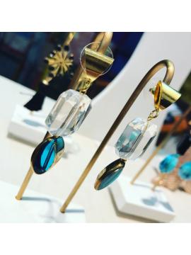 pendientes-artesanales-dorados-azul-cristal