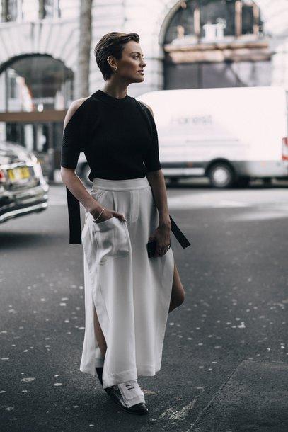 6fy9dj-l-610x610-skirt-london+fashion+week+2017-fashion+week+2017-fashion+week-streetstyle-maxi+skirt-white+skirt--black-cut+shoulder-cut+shoulder-cold+shoulder-black+white-shoes-black+shoes