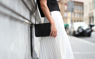 Clochet_Outfit_Streetstyle_zara_white_pleated_skirt_studio_cropped_top_-4