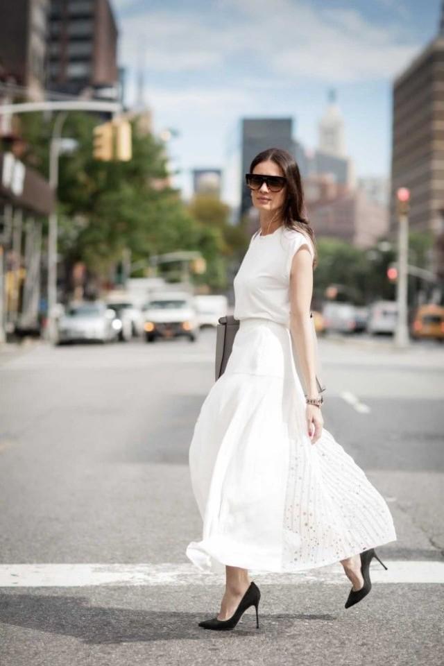 white-maxi-skirt-tee-black-pumps-work-spring-summer-via-vogue.com-au-640x960